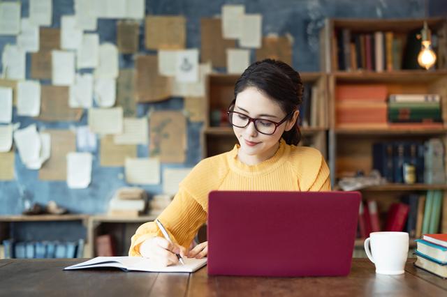 pixta 64747262 S - 持続化給付金はどんな個人事業主が対象になる?申請方法や給付金額の計算方法を解説